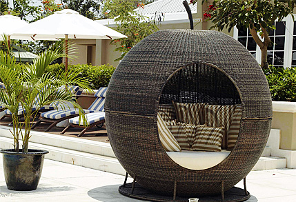amazing colonial day bed archives the garden furniture centre blog - Garden Furniture Day Bed