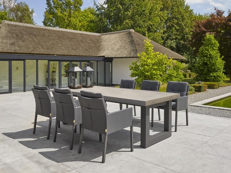 Stelvio Ceramic Dining Table