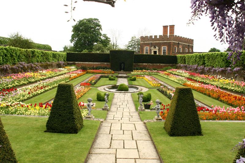 Hampton court gardens- Gardenfurniturecentre