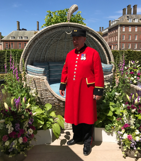 chelsea-pensioner-dave-thompson-at-rhs-chelsea-2017