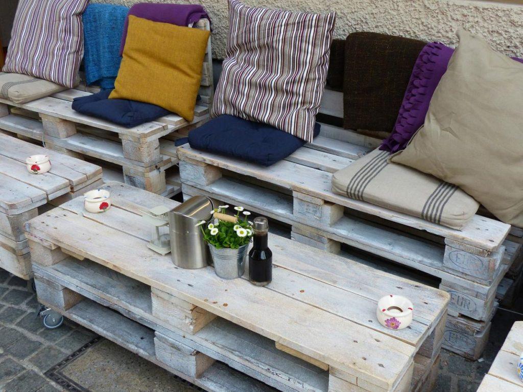 upcycled-pallet-garden-furniture