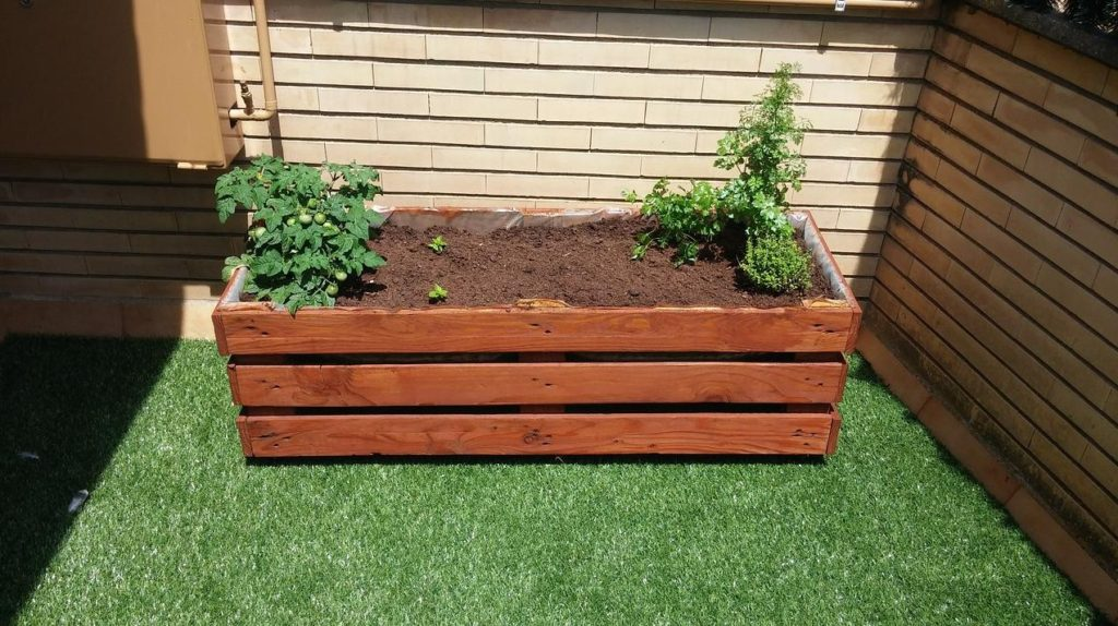 upcycled-pallet-planters